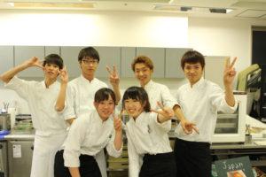 調理&フードコードコーディネーター学部の生徒たち