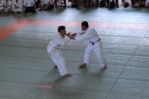 個人戦75kg級で3位の鈴木くん(左)