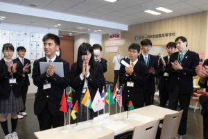 日本が中心となって協賛国が集まると、思わず拍手が響きました