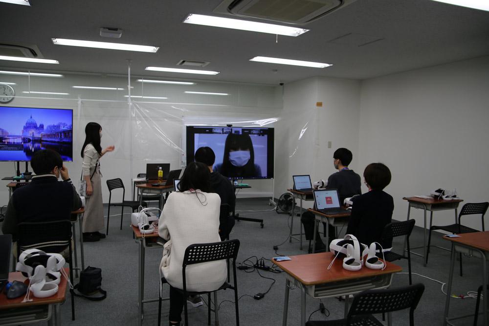沖縄のN高本校、東京綾瀬キャンパス、大阪江坂キャンパス、愛知千種キャンパスの4拠点をZoomでつないで実施